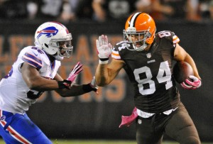 bills-browns-football-jordan-cameron-jerry-hughes_pg_600