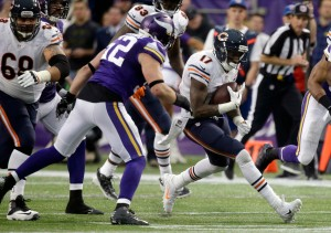 bears-vikings-football-chad-greenway-alshon-jeffery_pg_600
